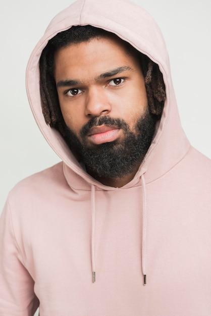 Портрет мужчины в толстовке Бесплатные Фотографии
