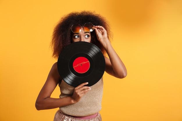 かなり面白いアフロアメリカンの女性の肖像画 無料写真