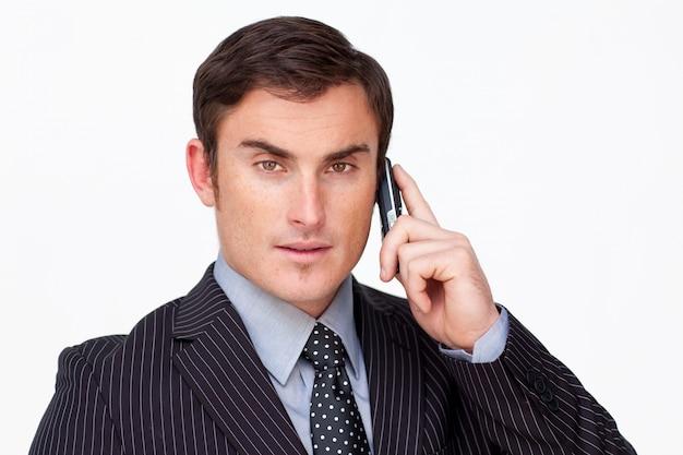 白い電話機での深刻なビジネスマンの肖像 Premium写真