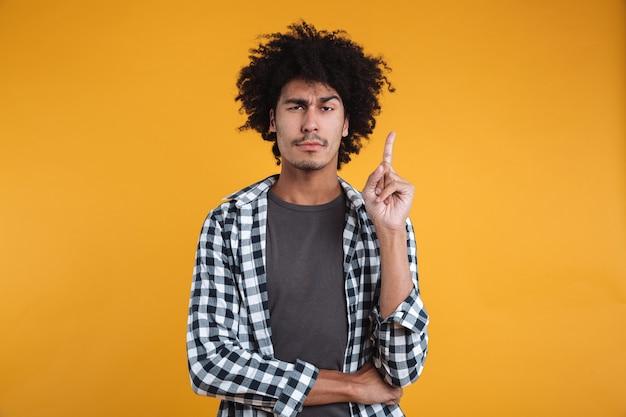 Портрет умного молодого африканского человека Бесплатные Фотографии