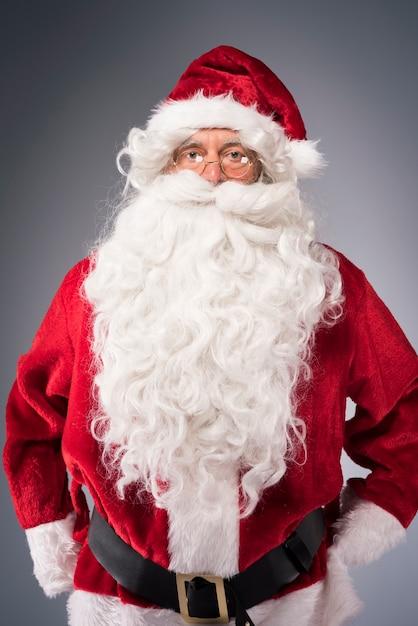 원만한 산타 클로스의 초상화 무료 사진