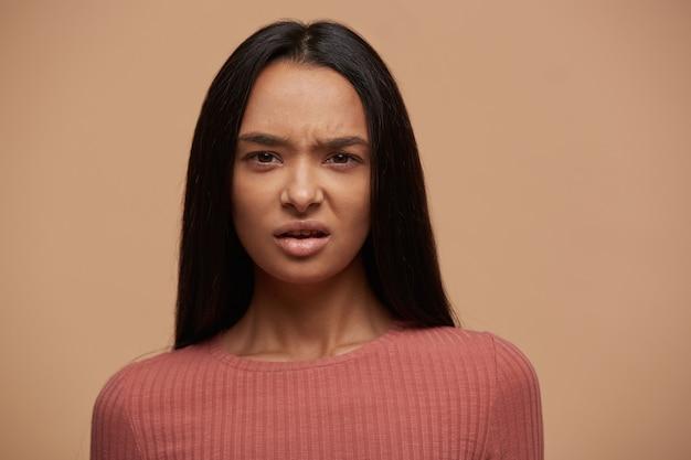 Портрет расстроенной неудовлетворенной женщины Бесплатные Фотографии