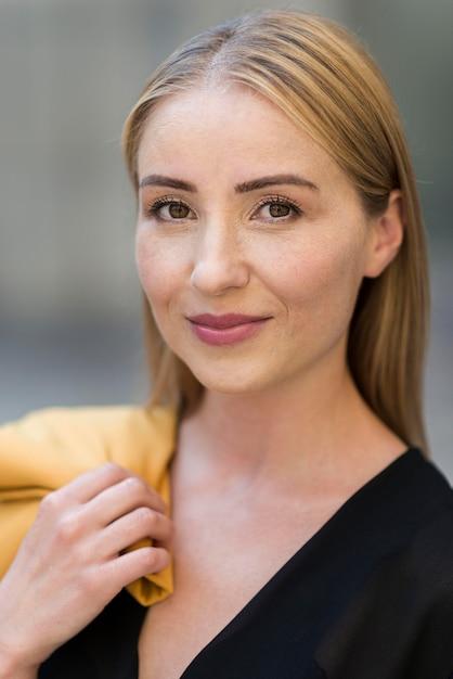 美しいビジネスの女性の肖像画 無料写真