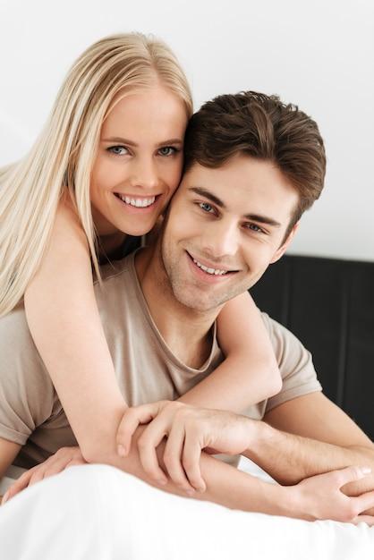 Портрет красивая пара ищет Бесплатные Фотографии