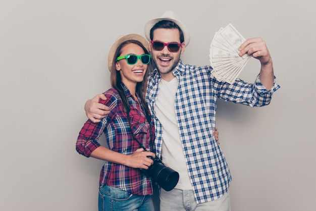 美しい若いカップルの肖像画 Premium写真