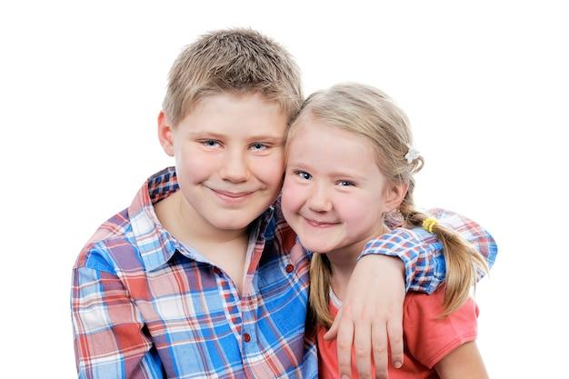 Портрет брата и сестры в студии Бесплатные Фотографии