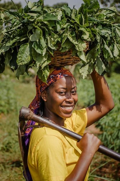 Портрет сельского рабочего позирует Бесплатные Фотографии