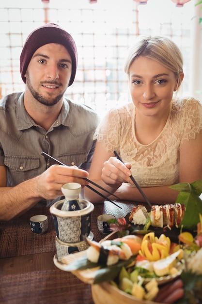 Портрет пары с суши Бесплатные Фотографии