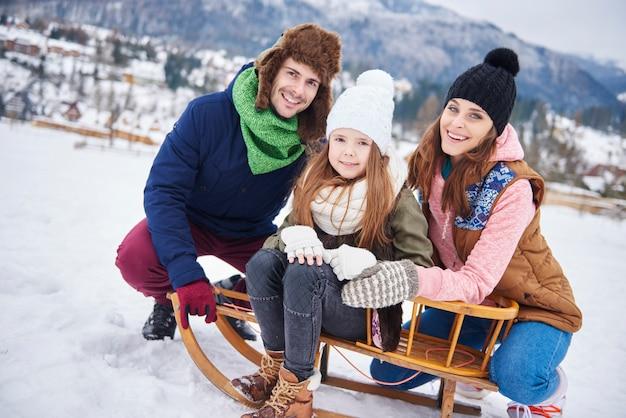 冬服を着ている家族の肖像 無料写真