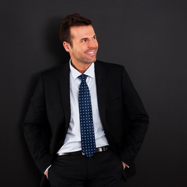 Портрет красивого улыбающегося бизнесмена Бесплатные Фотографии