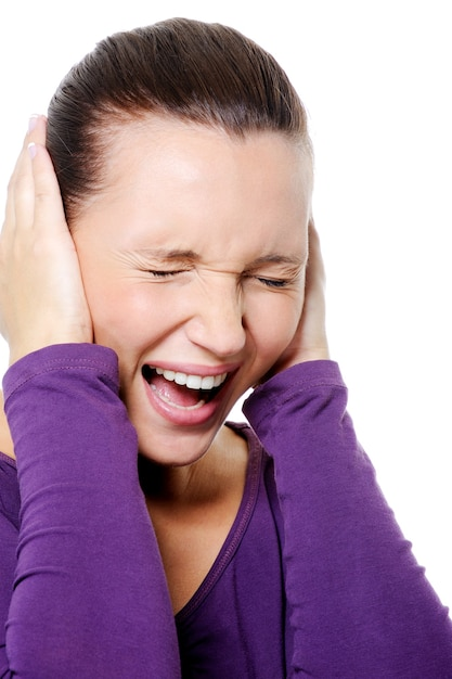 Портрет кричащей женщины с сильной головной болью Бесплатные Фотографии