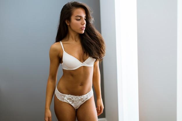образ сексуальной женщины в нижнем белье