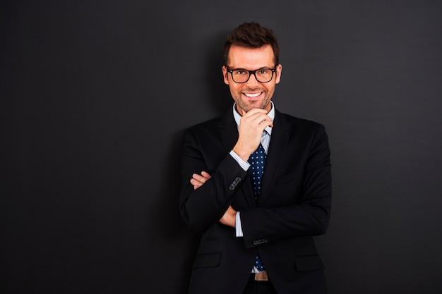 眼鏡をかけて笑顔の実業家の肖像画 無料写真