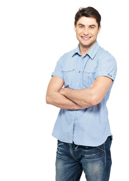 青いカジュアルシャツで笑顔の幸せなハンサムな男の肖像画-白い壁に分離 無料写真
