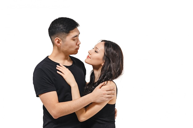 Портрет улыбающегося корейской пары, изолированных на белом Бесплатные Фотографии