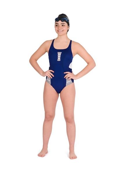 白い背景のゴーグルと水泳帽と青い水着のスイマーの肖像画。スポーツコンセプト。 Premium写真