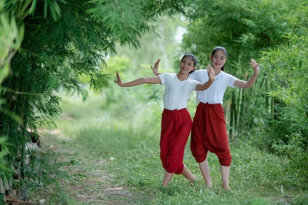 アートカルチャータイダンス、タイのタイの若い女性の肖像画 無料写真