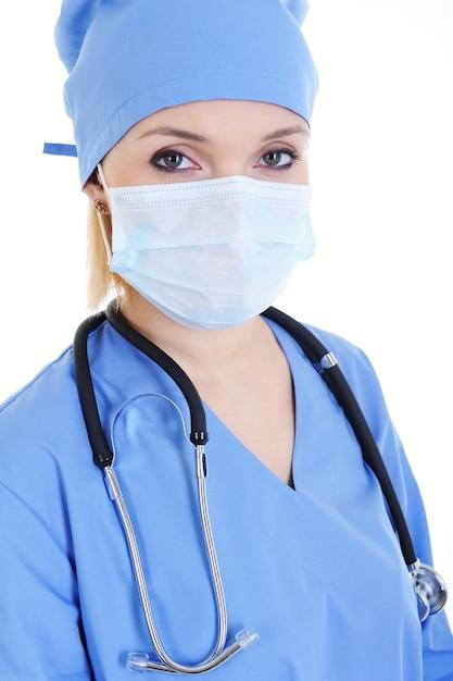 医療用マスクと聴診器の女性外科医の肖像画 無料写真