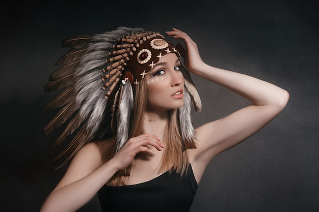 Portrait perfect woman in garb of american indians Premium Photo