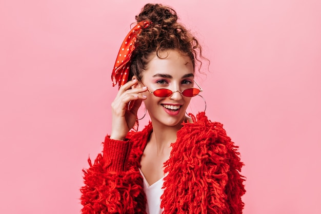 Portrait of pretty lady in red warm jacket and stylish eyeglasses Free Photo