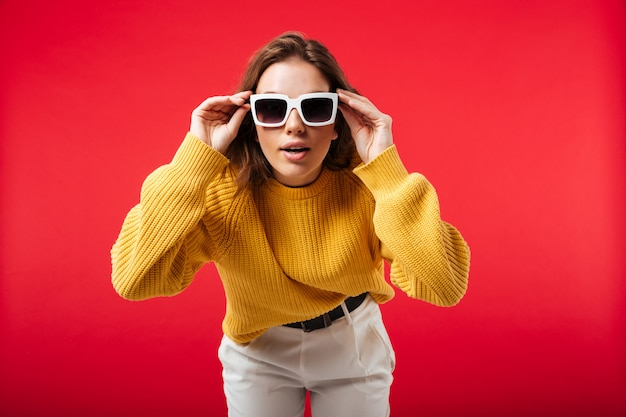 Portrait of a pretty woman in sunglassed posing Free Photo