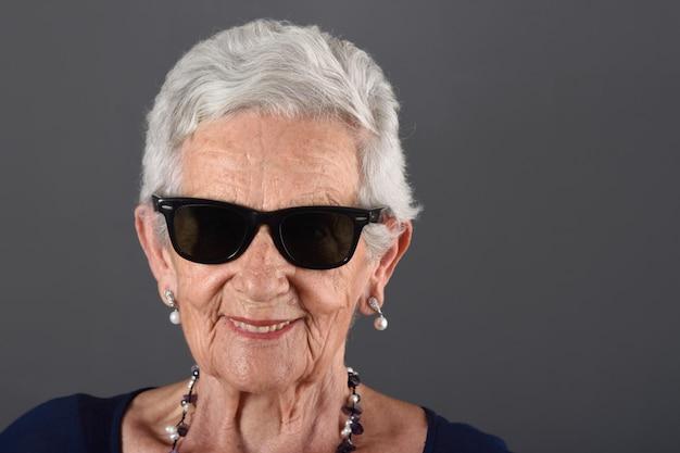 Portrait of a senior woman wilth sunglasses Premium Photo