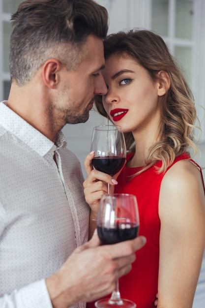 Portrait of a sensual romantic smart dressed couple drinking Free Photo