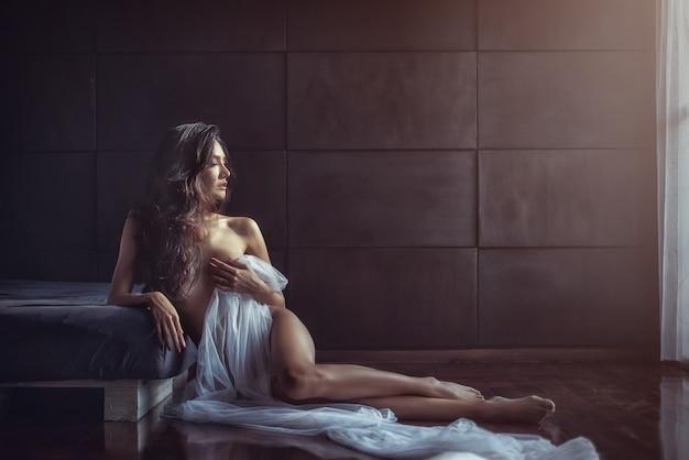 Portrait of sexy glamorous asian girl Premium Photo