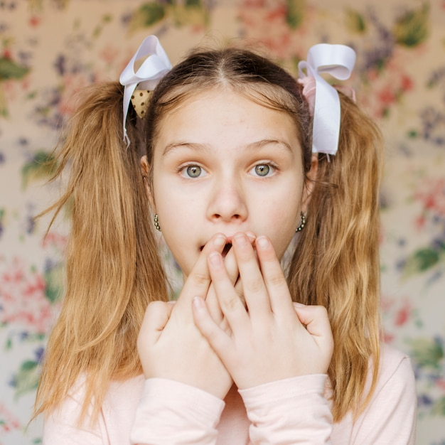 Portrait of a shocked girl Free Photo