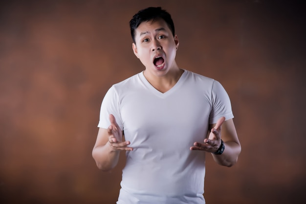 Portrait of shocked stunned surprised young man eyes and mouth wide open Free Photo