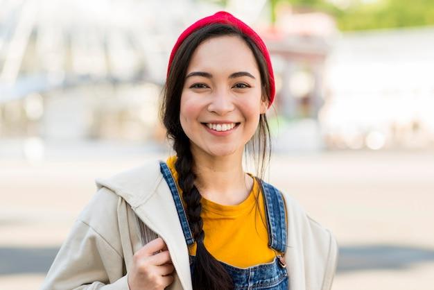 Faccina ritratto di giovane donna Foto Gratuite