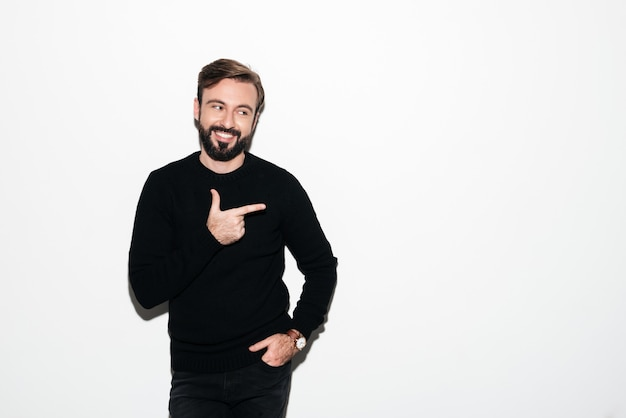 Portrait of a smiling bearded man standing Free Photo