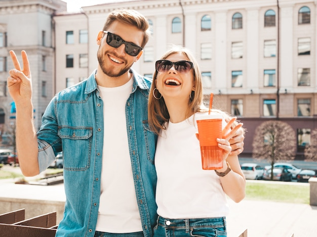 Portrait of smiling beautiful girl and her handsome boyfriend in casual summer clothes.  . Free Photo