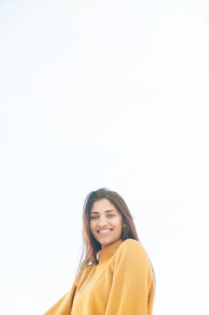 Portrait of a smiling beautiful woman looking at camera Free Photo