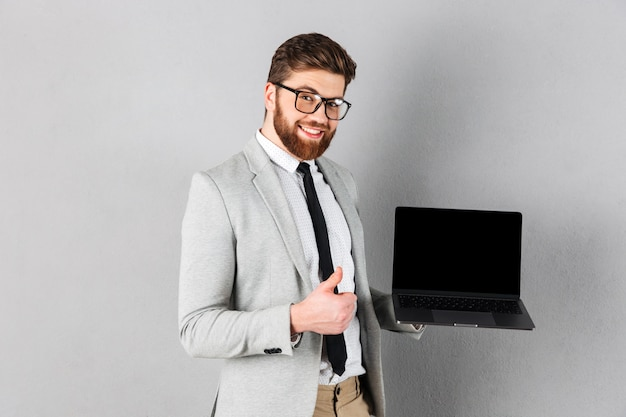 Portrait of a smiling businessman dressed in suit Free Photo
