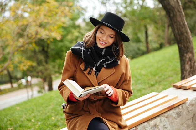 Portrait of a smiling girl dressed in autumn clothes Free Photo