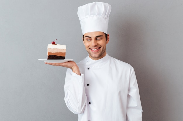 Portrait of a smiling male chef dressed in uniform Free Photo