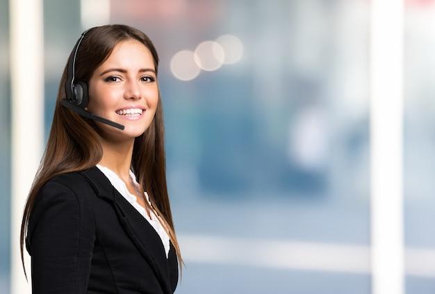 Portrait of a smiling woman, large copy-space Premium Photo