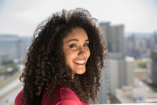 Portrait of smiling young black woman Premium Photo