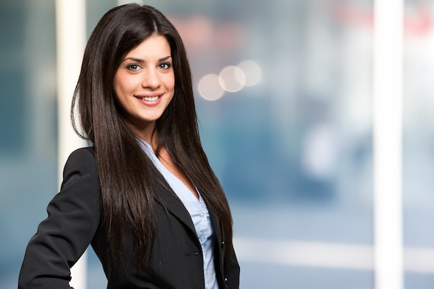Portrait of a smiling young woman Premium Photo