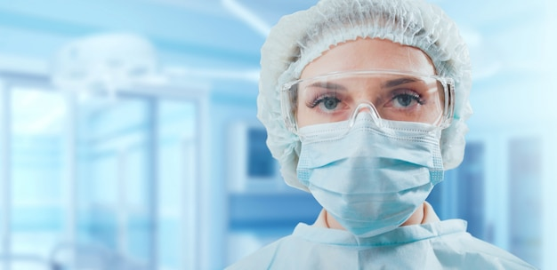 Portrait of a surgeon in operation room. Premium Photo