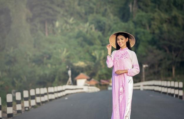 Portrait of thai girls with ao dai, vietnam traditional dress Premium Photo