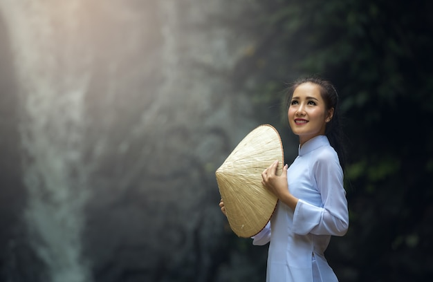 Portrait of vietnam girls with ao dai, vietnam traditional dress Premium Photo