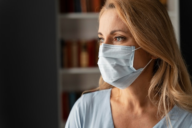 Portrait of woman counselor with face mask in office Free Photo