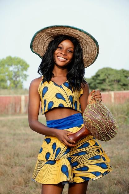 Ritratto di donna vestita per il carnevale Foto Gratuite