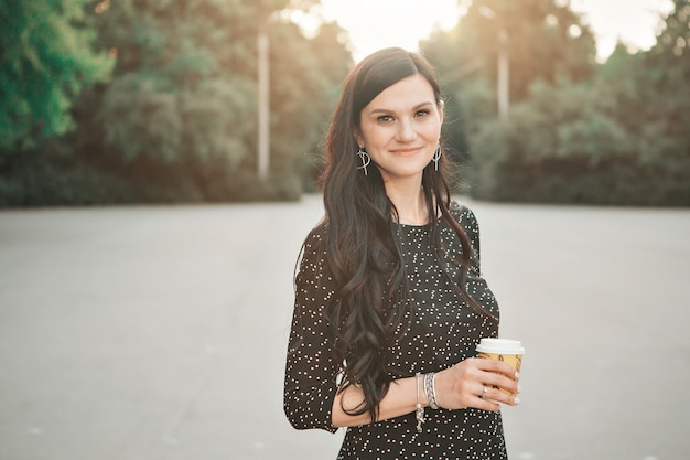 Portrait of women with cup in hand Premium Photo