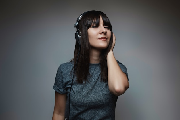 Portrait of young beautiful woman with headphones Free Photo