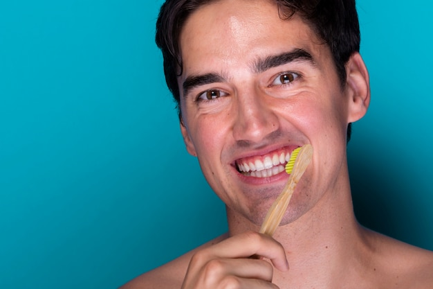 Portrait of young man brushing teeth Free Photo