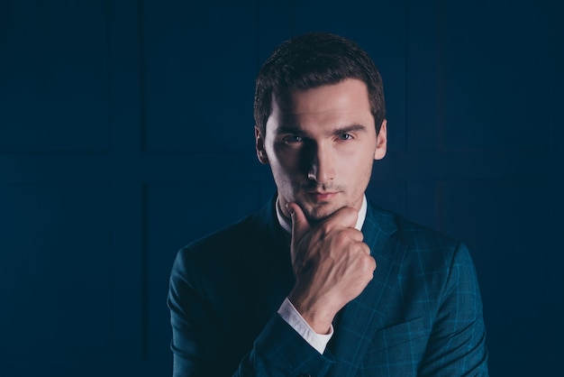 Portrait young man wearing suit Premium Photo