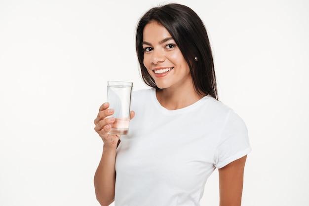 Ritratto di una giovane donna sorridente Foto Gratuite